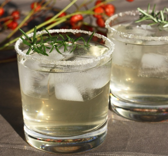 Vanilla Rosemary Spritz: Vodka, Club Soda, Vanilla Rosemary Simple Syrup