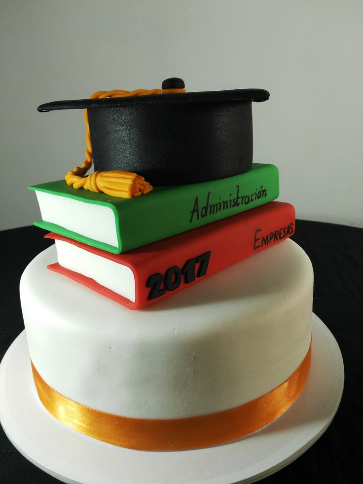 Torta para grado, con libros para hombre o mujer, realizado por Mia Reposteria Cali