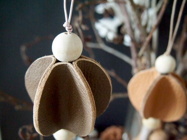 Leather Christmas Ornaments - original site not English; looks like would work with felt or craft foam.