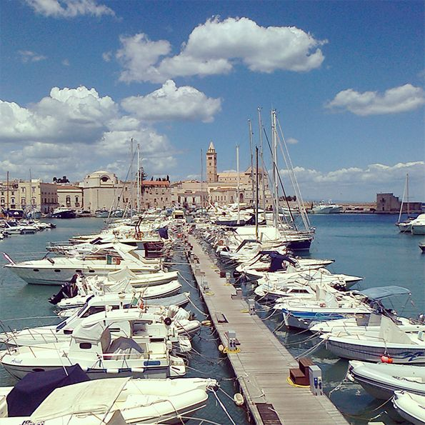 Experience Puglia: private guided tour of Puglia and tourist information Puglia. We provide package holidays to Puglia, the heel of Italy, along with escorted tours, wine and food tours