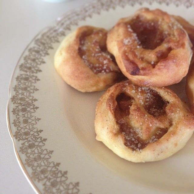 Caramelised Apple and Cinnamon scrolls (make 'em heart-shaped for Valentine's Day!) - The Veggie Mama