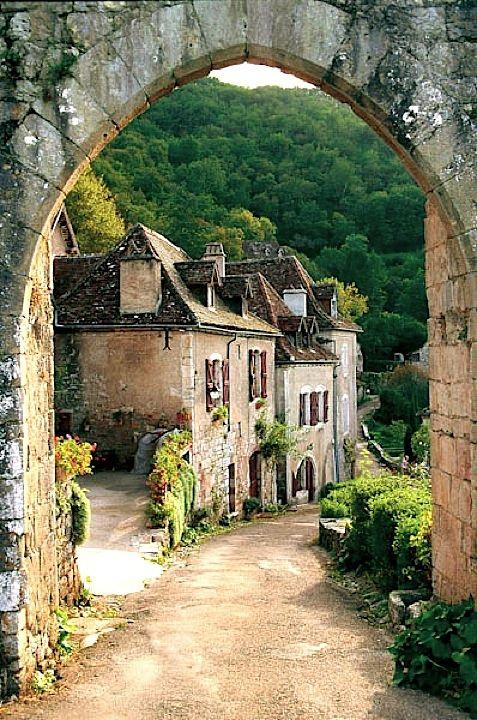 Entering into St-Cirq lapopie - Lot, France