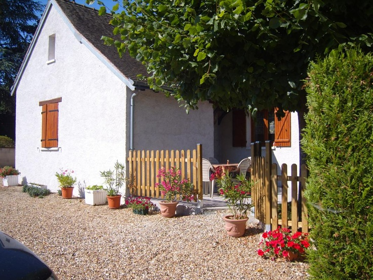2 km away from the city centre of Amboise, this house is ideally located to discover the loire valley and its historical cities.