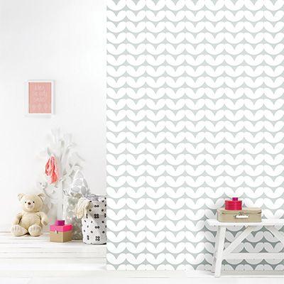 Roomblush behang Hearts grijs Het prachtige vliesbehang van Roomblush heeft tijdloze prints en mooie kleuren. Ideaal dus om te gebruiken in de baby- en kinderkamer! De collectie van Roomblush bestaat uit o.a. vloerkleden, opbergzakken, behang, speelkleden, dekens en kussens. Mix en match de producten en geniet van de prachtige ontwerpen! Let op! De levertijd van …