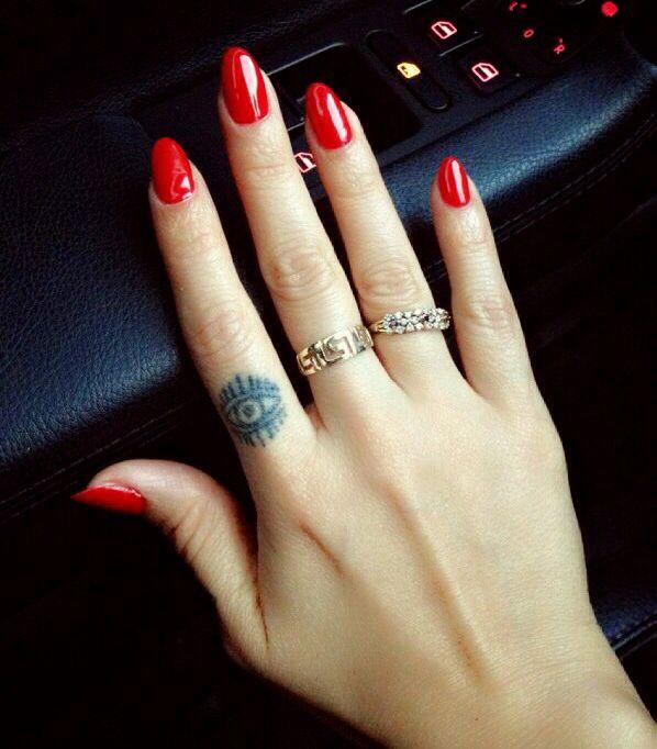 Almond red nails | Red nails, Almond nails red, Red ...