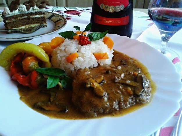 Marhahús rostélyos, vörösborral és erdei gombával