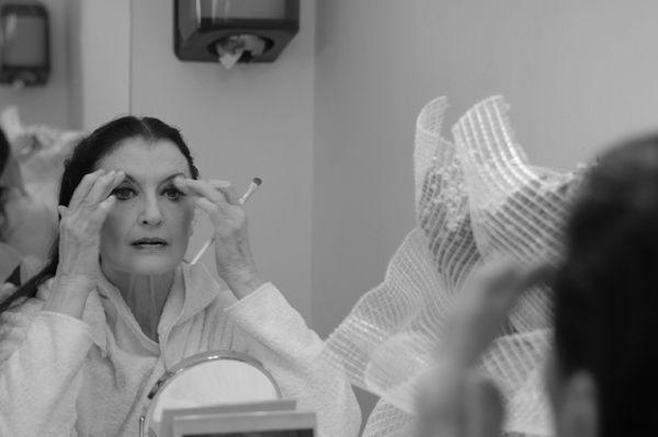 """""""La #danza è una carriera misteriosa, che rappresenta un mondo imprevedibile ed imprendibile. Le qualità necessarie sono tante. Non basta soltanto il #talento, è necessario affiancare alla grande #vocazione, la #tenacia, la #determinazione, la #disciplina, la #costanza"""". (#CarlaFracci). Al #SanCarlo il 2 e il 3 novembre in """"Das Marienleben (#VitadiMaria), regia di #BeppeMenegatti.   #AutunnoDanza13   teatrosancarlo.it   #ilPalcoscenicodelMondo"""