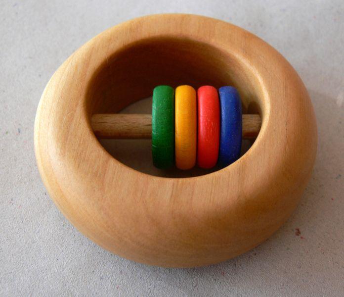Babyrassel | Rassel aus Holz von Holz & Stoff Werkstatt auf DaWanda.com