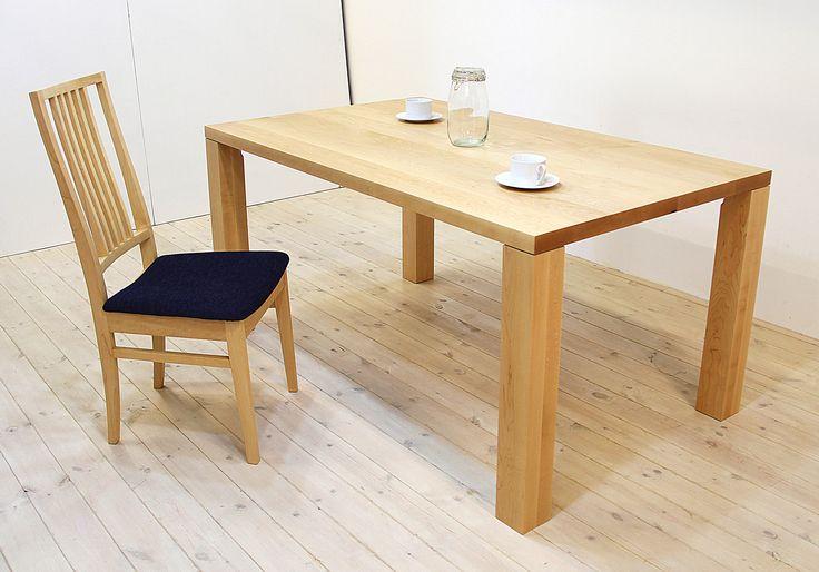 当店のダイニングテーブル「凛(幅1500/メープル)」、チェア「凛(布座/メープル)」です。 天然木・無垢材を活かしたシンプル、シックでモダンな高級感ある雰囲気を演出します。自然工房【kyno.jp】