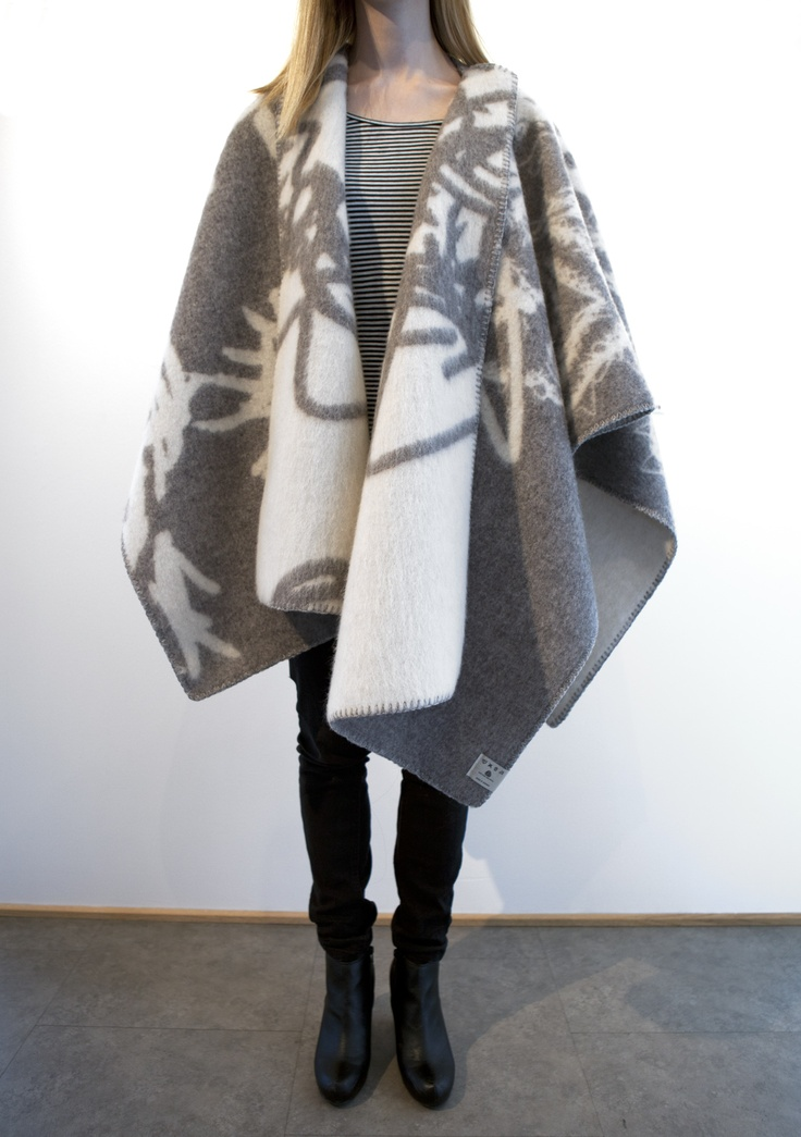 Bjarne Melgaard - MELGAARD Natur/grå Lamull Poncho fra Røros Tweed