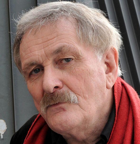 † Paul Cox (76) 18-06-2016 De in Nederland geboren filmmaker Paul Cox is op 76-jarige leeftijd overleden. Cox wordt gezien als de vader van de onafhankelijke film in Australië, waar hij in de jaren 60 naar toe emigreerde.