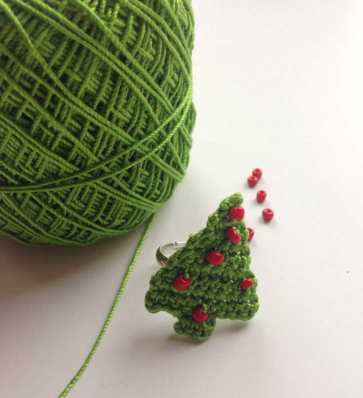 Christmas Tree Ring Made With Crochet Thread And Seed