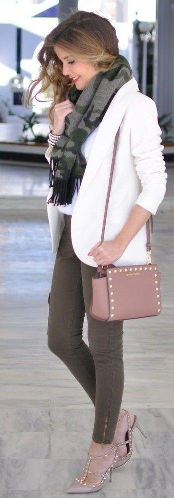 #Street #Fashion | Camo Scarf, White Blazer, Khaki Denim, Blush Rockstuds | Te Cuento Mis Trucos