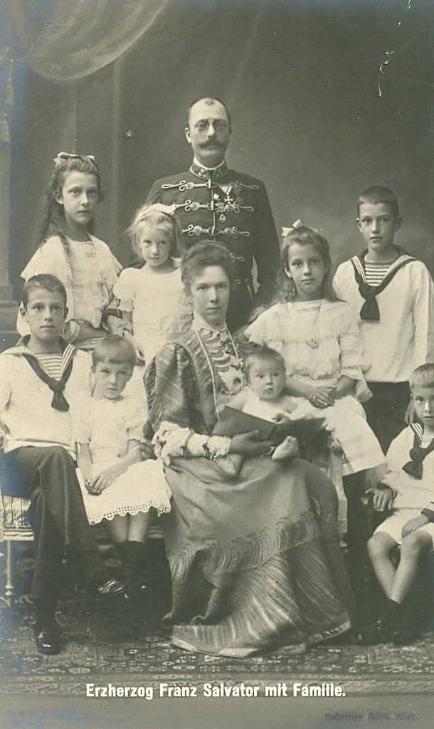 Erzherzog Franz Salvator und Erzherzogin Marie Valerie von Österreich mit ihren Kindern   by Miss Mertens