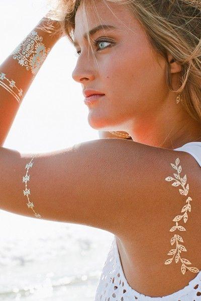 Tatuagens metalizadas para brilhar como o sol