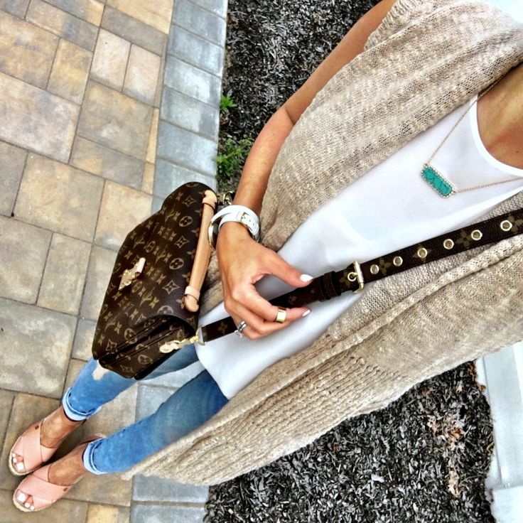 Long Sleeveless Cardigan. Turquoise bar necklace. Tory Burch wedge espadrilles. Louis Vuitton Pochette Metis spring or summer outfit.