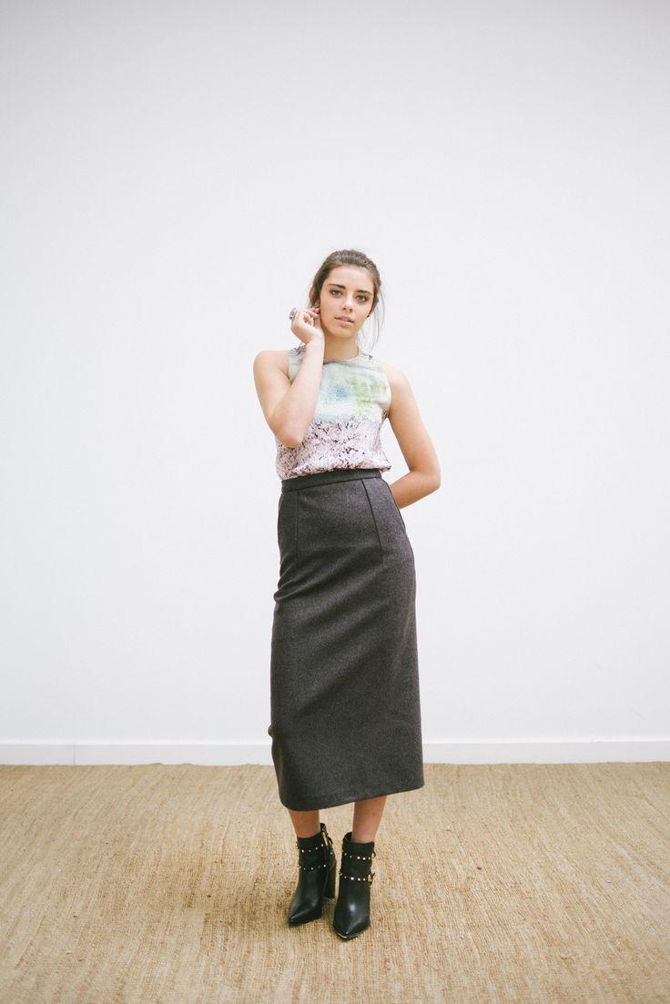 LOOK 7 -  catalogo - saia midi em lã - blusa em seda estampada