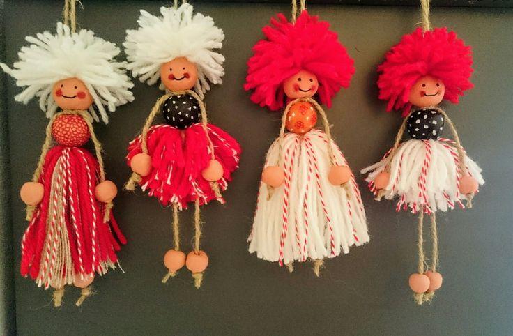 Мартеници куклички от вълнени конци с глинени мъниста