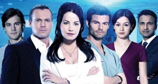 I've fallen in love with this tv show, Saving Hope. It's so awesome. Daniel Gillies is perfect and Erica Durance is gorgeous!