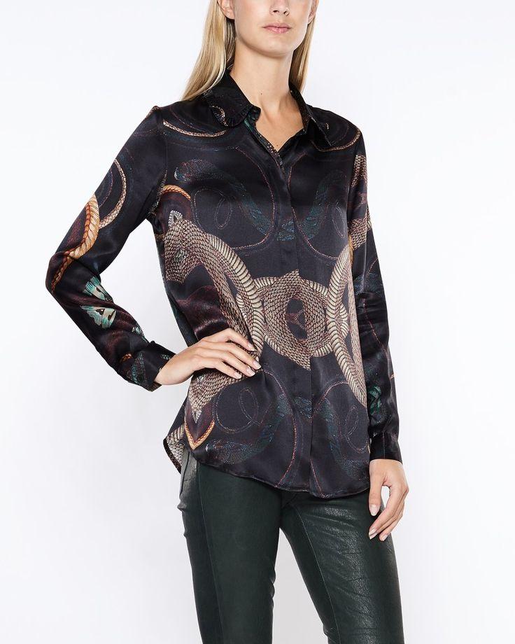 Köp fina kläder från By Malina online – blusar, spetsklänningar, toppar, långklänningar m.m. | WAKAKUU – High fashion online