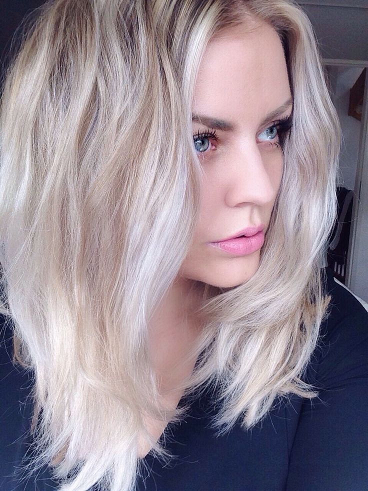 Long bob (lob), white hair, platinum blonde, balayage