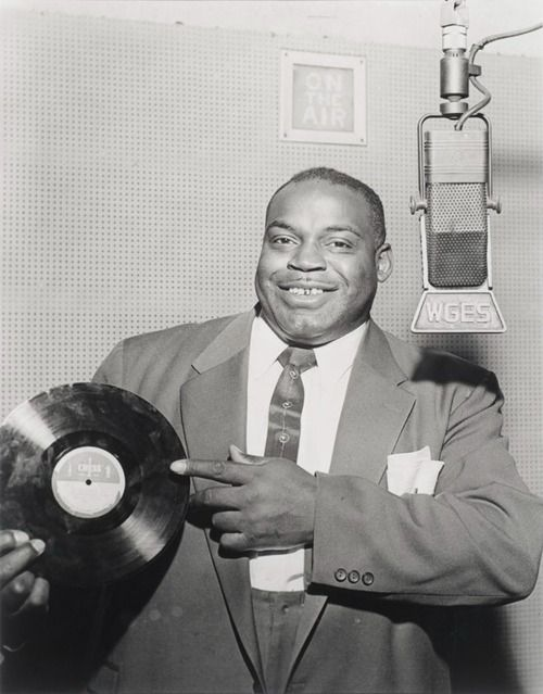 Willie Dixon (July 1, 1915 - January 29, 1992) American bluescomposer, bassistplayer, singer, producer and arranger.