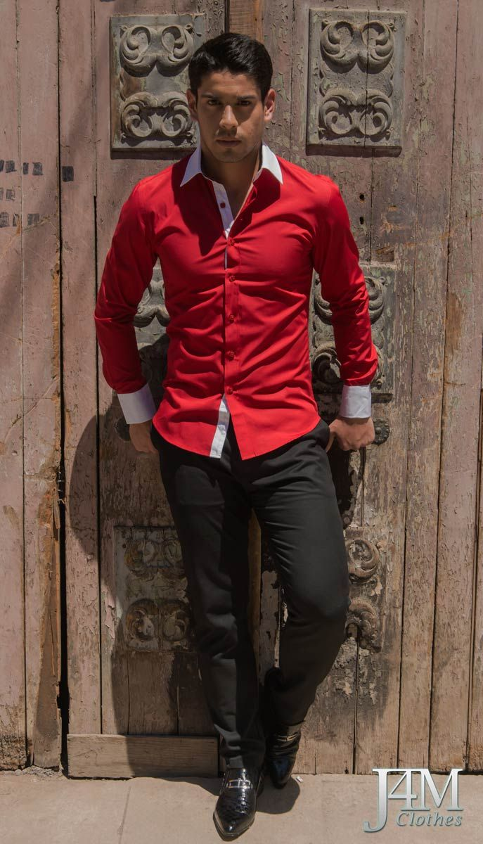 Camisa Slim Fit Rojo Italiano con cuello y puños en blanco, en su interior con estampado damasquino a color.