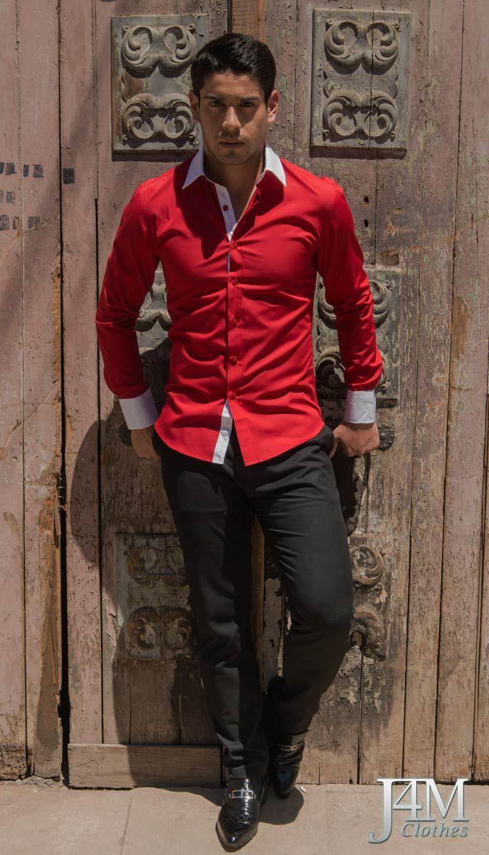 Camisa Slim Fit Rojo Italiano, Cuello y puños en blanco y en su interior con un estampado damasquino a color.