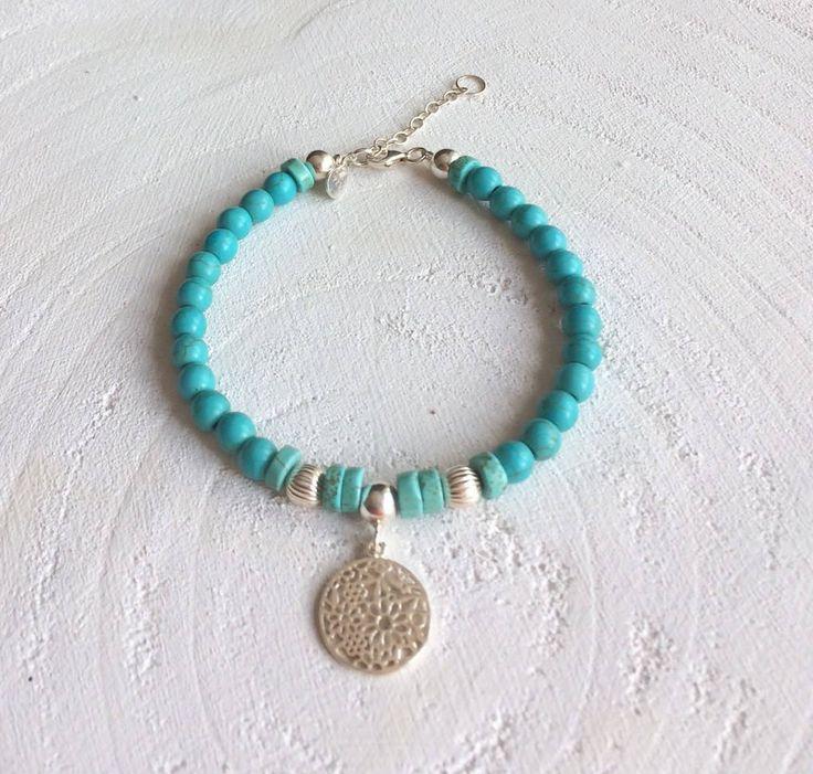Armband met turquoise/ blauwe kralen, 925 sterling zilveren kralen,  sterling zilveren bedel en een sterling zilveren sluiting. door SINsieraden op Etsy