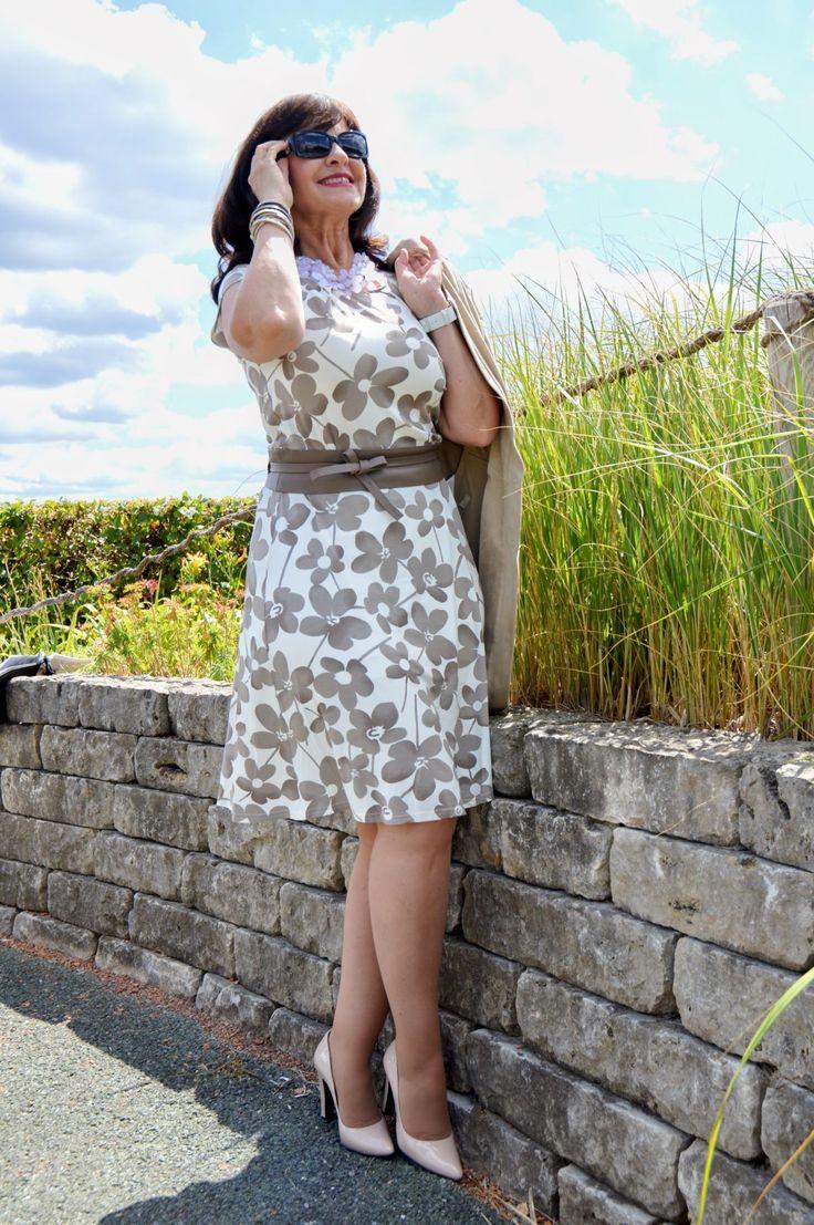 KLEIDER MACHEN LEUTE – mein Kleid mit Schwung