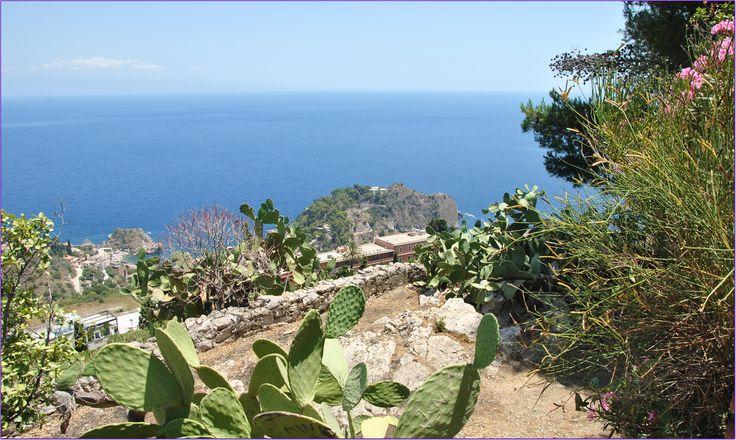 Zobacz jakie atrakcje Sycylii są godne odwiedzenia w rejonie północno - wschodnim. Które zabytki warto zobaczyć i gdzie na dłużej się zatrzymać?