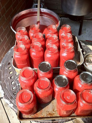 how to preserve tomato sauce, how to can tomatoe sauce, making tomato sauce, preserving tomato sauce in jars