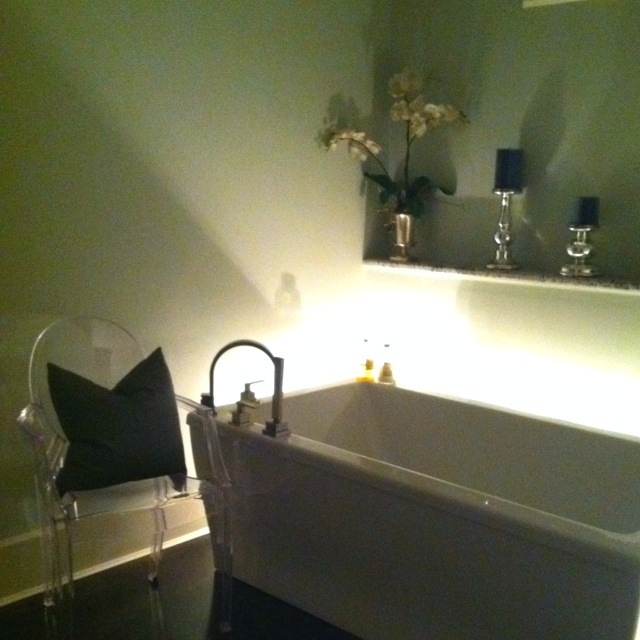 Free standing soaker tub. edithsnellinteriors.com