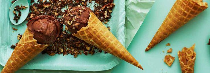 Hemkop.se   Chokladglass med salt nötströssel & kolasås