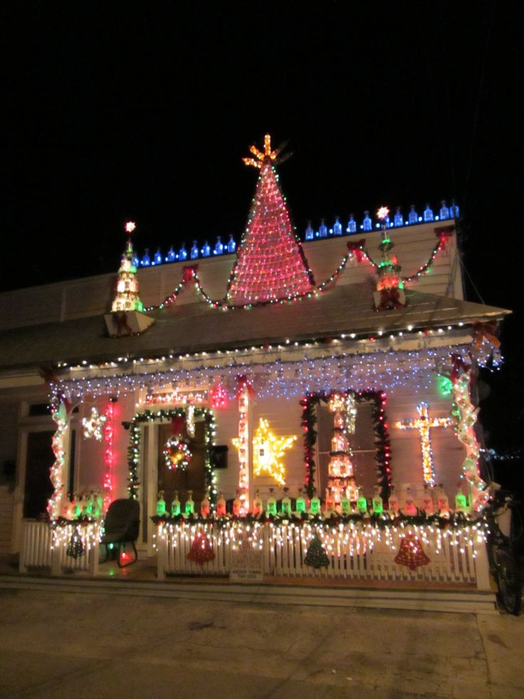 houses decorated for christmas