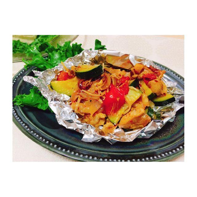 ズッキーニと鶏肉の白ワイン煮込み (ローズマリーも)  スイッチ切り替え難しすぎ! 只今モード切り替え中。。。 #就活ごはん  #クッキングラム#cookingram#ワンプレごはん#japanesefood#KURASHIRU#lin_stagrammar#foodpic#IGersjp#locari_kitchen#instagood#Japan#おうちカフェ#自炊#デリスタグラマー#delistagrammer#foodpic#ouchigohan#onthetable#foodstyling#goodmorning#instagood#手作り#derimia#TABLESクリエイター#instagood#ズッキーニ#白ワイン#肉#トマト#煮込み