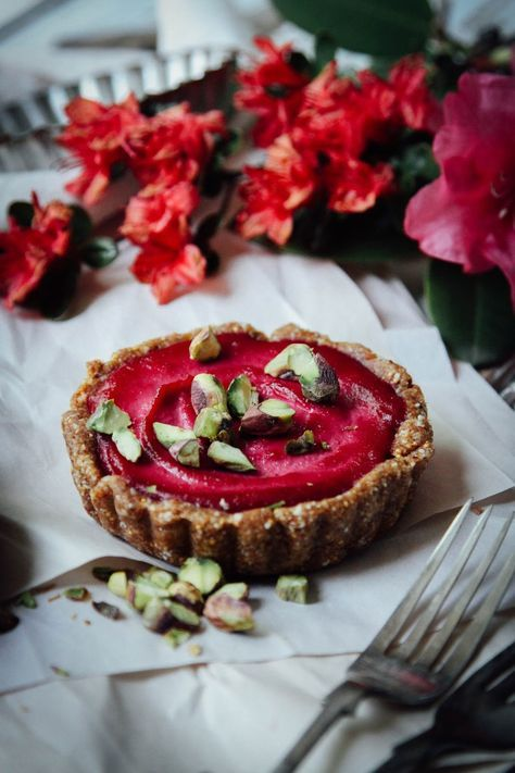 This Rawsome Vegan Life: ORANGE-BEETROOT TARTLETS with ALMOND-FIG CRUST