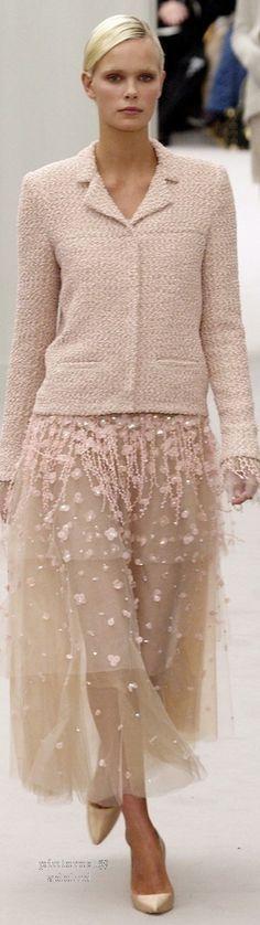 Precioso conjunto estilo #Chanel con falda de tul. Muy original y perfecto para todo tipo de cuerpo.