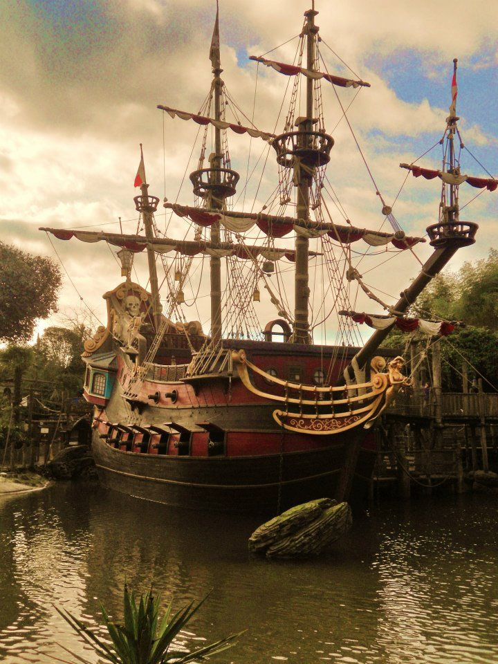 Captain Hook's ship, Disneyland Paris