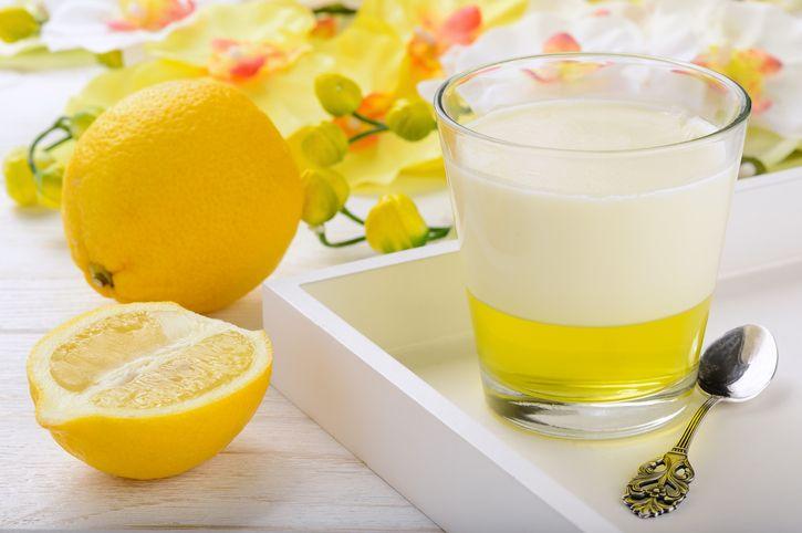 Ecco come preparare in poche mosse la gelatina al limone con la ricetta fresca e golosa