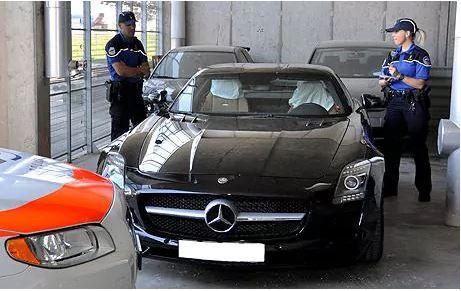 En Suiza, multas de tránsito son proporcionales al ingreso. En 2010, un sueco fue multado con 1,08 millones de francos suizos (US$ 1.085.000) por conducir a 290 k/h en su Mercedes SLS AMG.