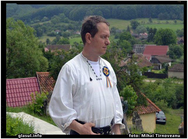 Voi privi intotdeauna catre satul românesc. De acolo imi voi lua putere si credinta, caci acolo este Biserica, acolo sunt mormintele sfinte