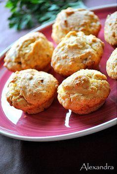 Muffins με μπέικον και τυριά