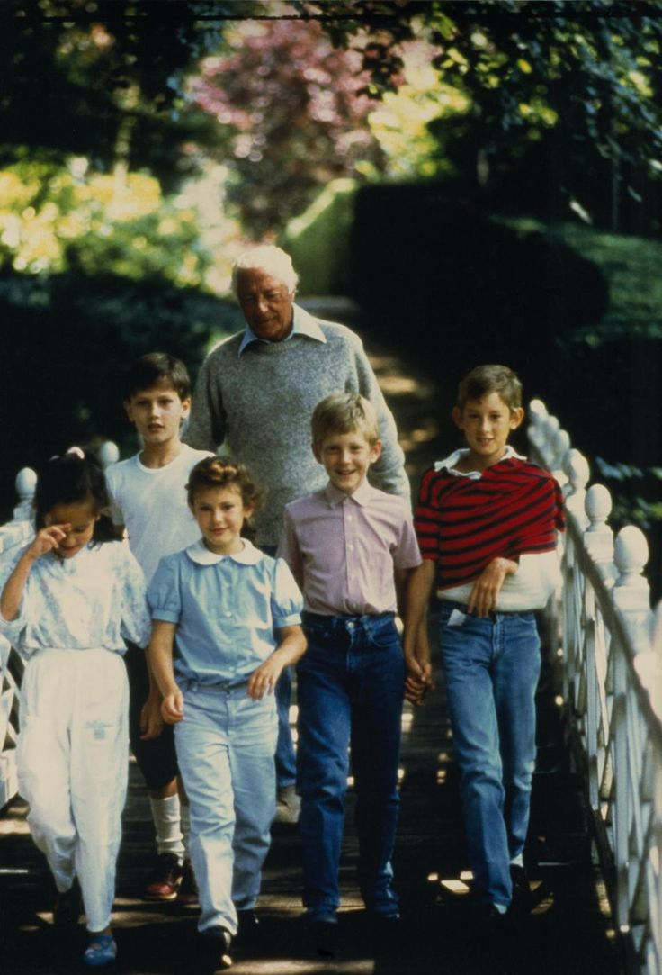 Gianni Agnelli's grandchildren- Lapo in the middle | Razza ...