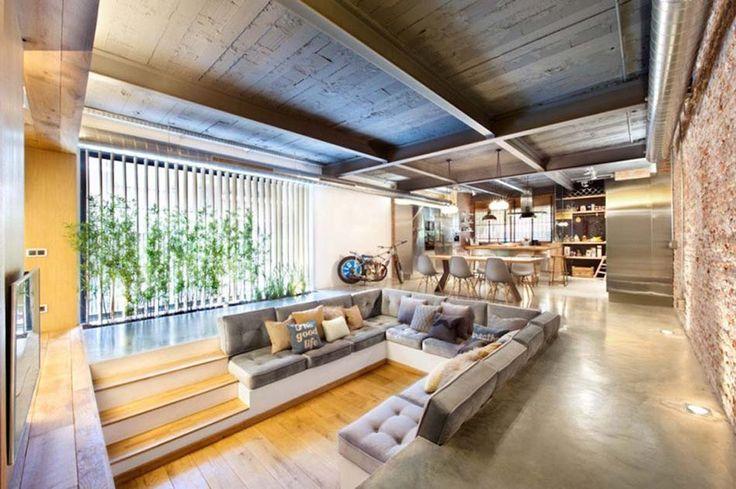 Le coin enfoncé convient même à l'ameublement design d'un petit séjour moderne