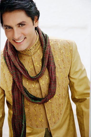 Buy Wedding Outfits at www.sherwaniindia.com. Choose from a wide range of wedding outfits for guests online.