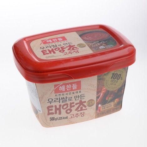 Gochujang este o pasta de ardei iute si este un condiment al bucatariei coreene, fiind compus din ardei iute, orez glutinos si boabe de soia fermentate.
