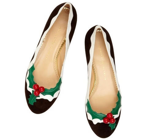 shoes with Christmas decorations, is so charming