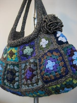 ... twist on a Granny Square Bag! crocheted purses,bags and bowls