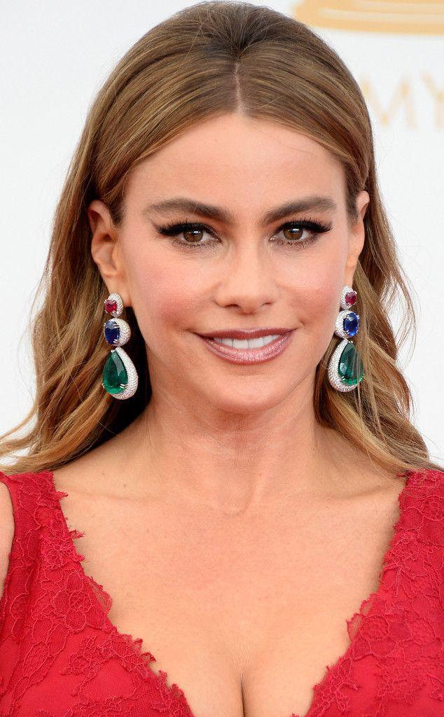 Sofia Vergara rocks a killer cateye thanks to CoverGirl's Flamed Out Shadow Pots in Molten Black and Scorching Coco.